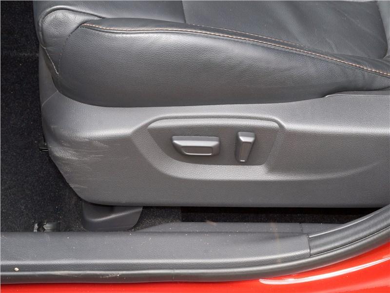 Mitsubishi Eclipse Cross 2018 передние кресла