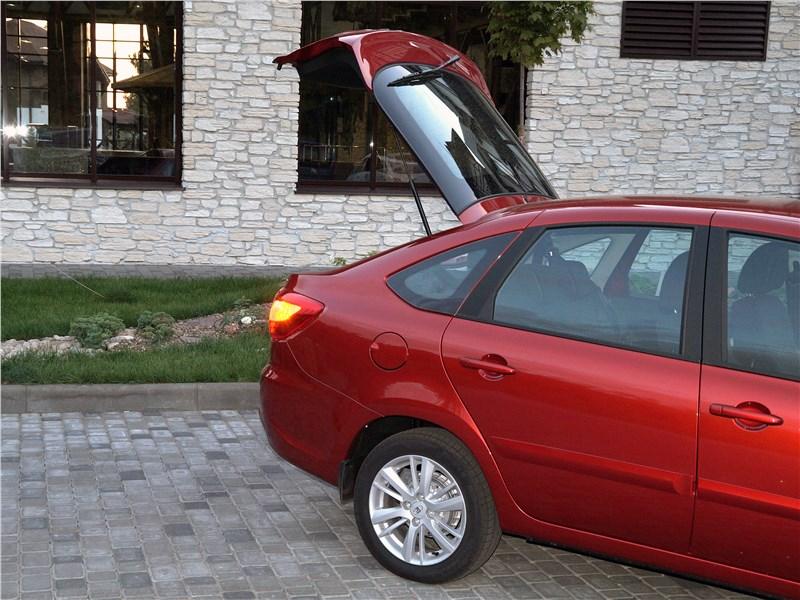 Lada Granta 2019 дверь багажника