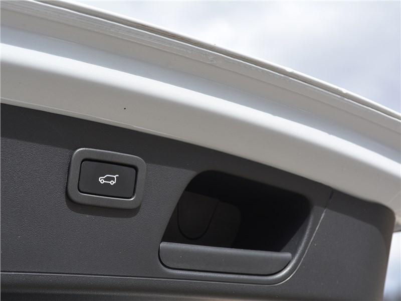 Jaguar E-Pace (2018) крышка багажника