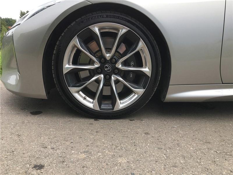 Lexus LC 500 (2021) передний свес