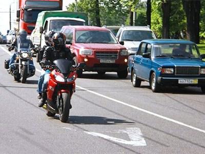 Власти Москвы решили не пускать мотоциклистов на выделенные для общественного транспорта полосы