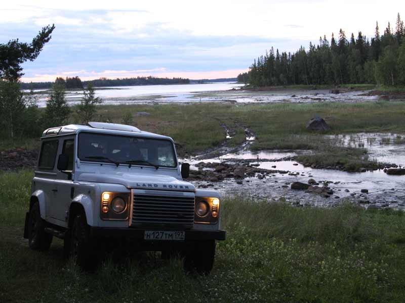 Land Rover Defender 90 вид спереди