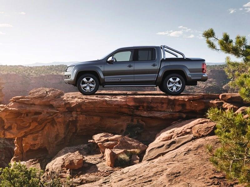 Volkswagen Amarok Ultimate 2015 вид сбоку
