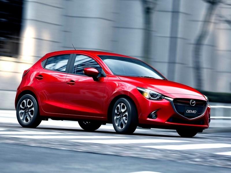 Mazda 2 2015 В движении