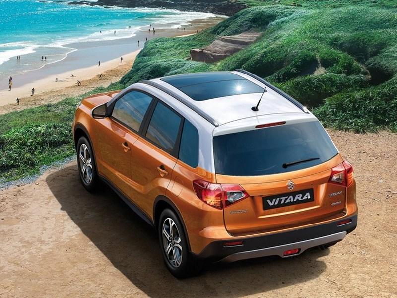 Suzuki Vitara 2015 вид сзади сверху