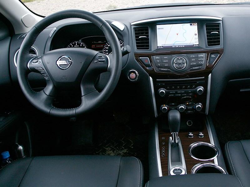 Nissan Pathfinder 2012 водительское место