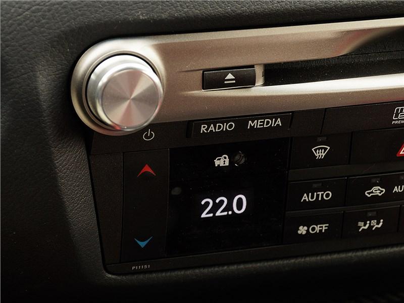 Lexus GS F 2016 центральная консоль