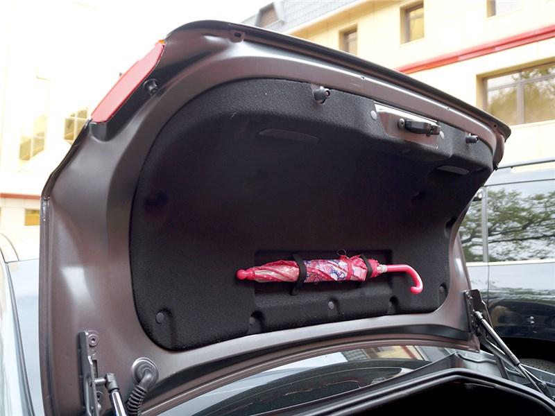 Peugeot 408 2012 крышка багажника