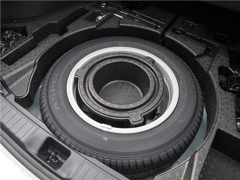 Toyota Prius 2016 багажное отделение