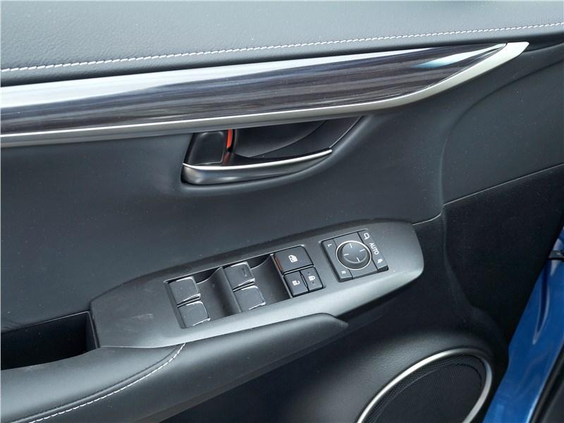 Lexus NX 2018 дверь