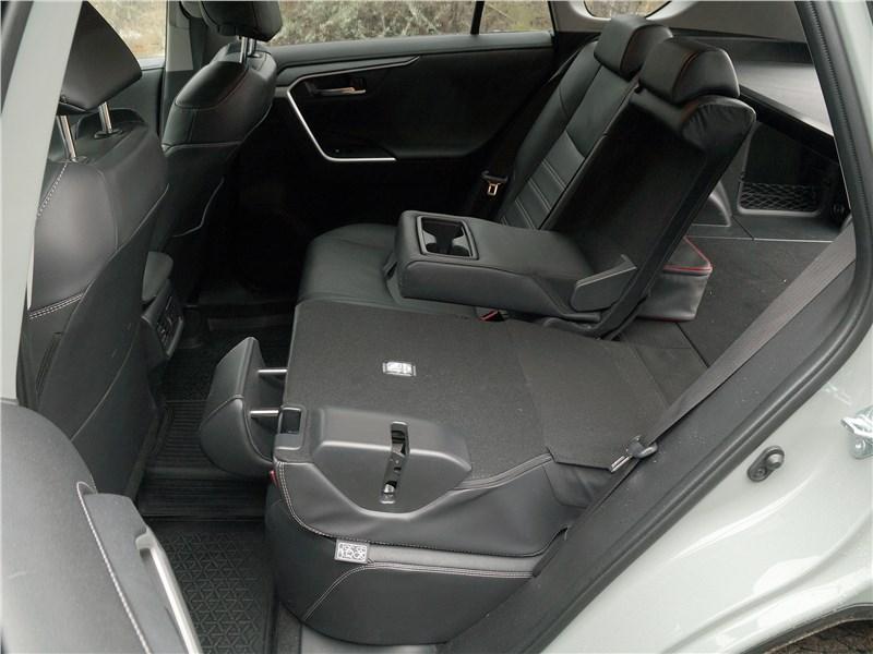 Toyota RAV4 2019 задний диван