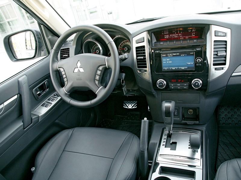 Mitsubishi Pajero 2015 салон