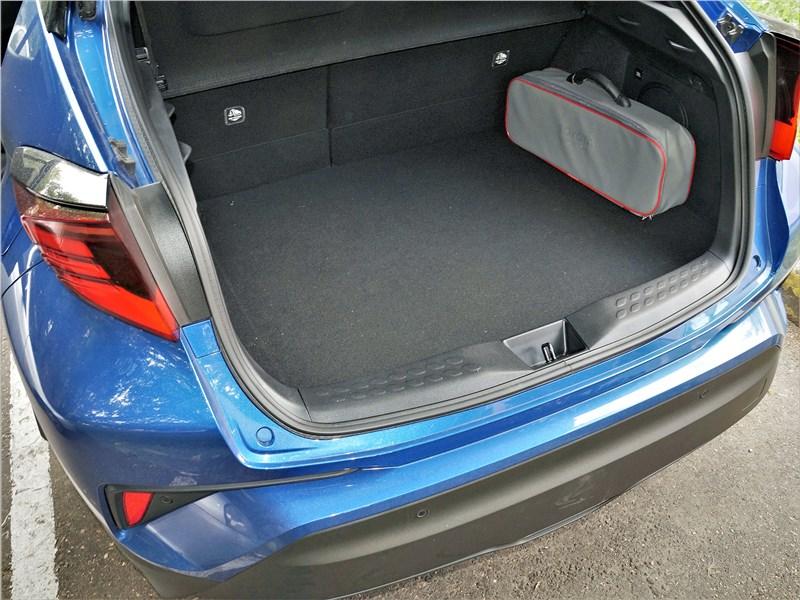 Toyota C-HR 2020 багажное отделение