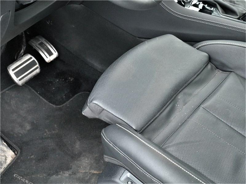 Opel Grandland X 2018 передние кресла
