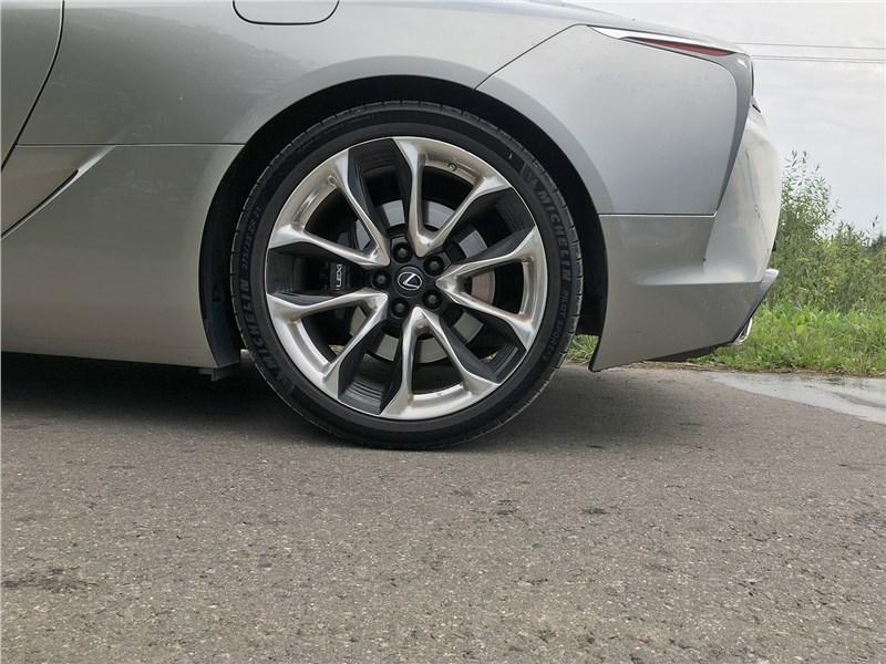 Lexus LC 500 (2021) задний свес