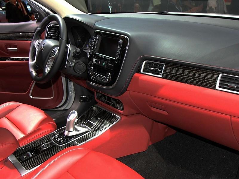 Mitsubishi Outlander PHEV Concept-S 2014 интерьер