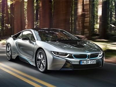 Спрос на гибридный спорткар BMW i8 превышает предложение