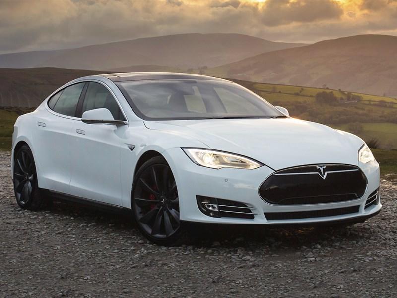 Tesla Model S P85D 2014 вид спереди
