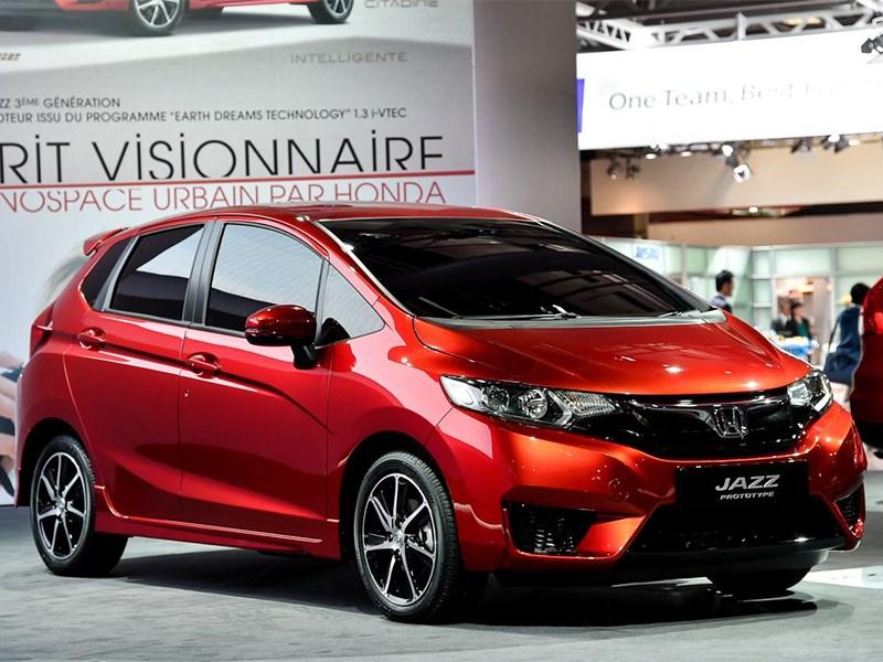 Honda Jazz 2015 вид спереди сбоку