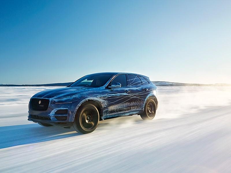 Jaguar F-Pace 2016 вид спереди сбоку