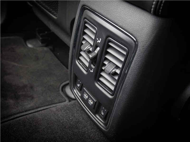 Jeep Grand Cherokee 2013 система отопления второго ряда