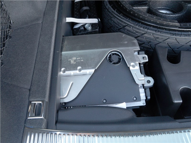 Audi Q7 S-Line 2016 компоненты аудиосистемы Bang&Olufsen