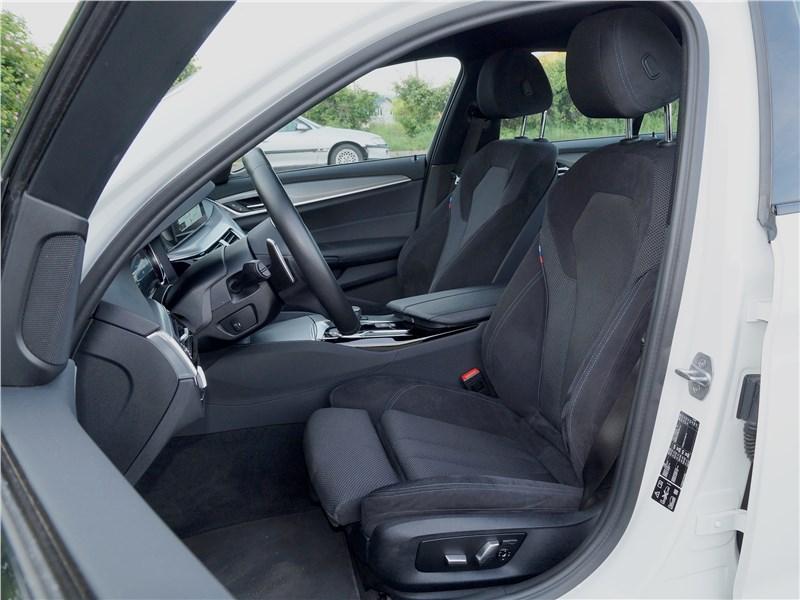 BMW 520d 2017 передние кресла