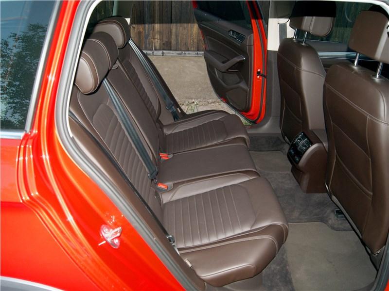 Volkswagen Passat Alltrack 2016 задний диван