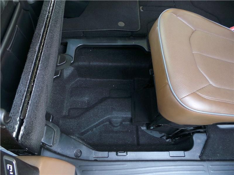 Chrysler Pacifica 2017 кресла второго ряда