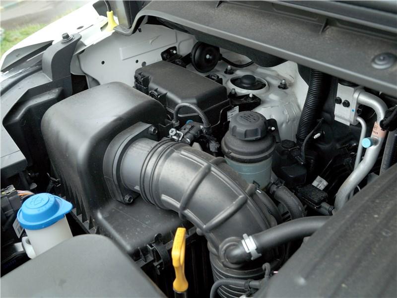 Hyundai Н-1 2018 моторный отсек