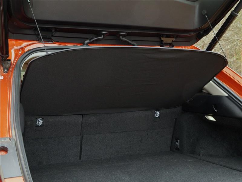 Lexus UX 200 2019 багажное отделение