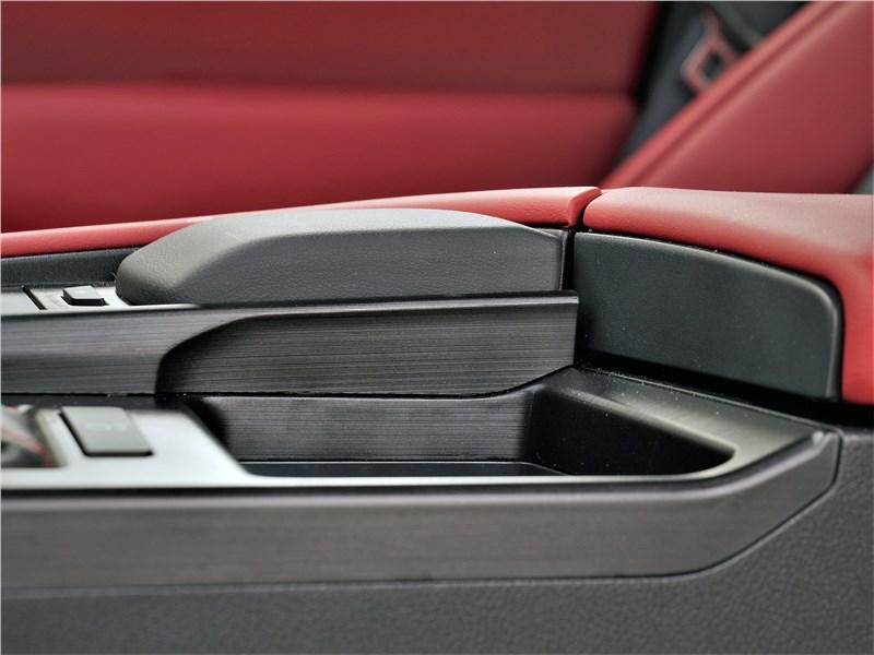Lexus ES (2019) тачпад