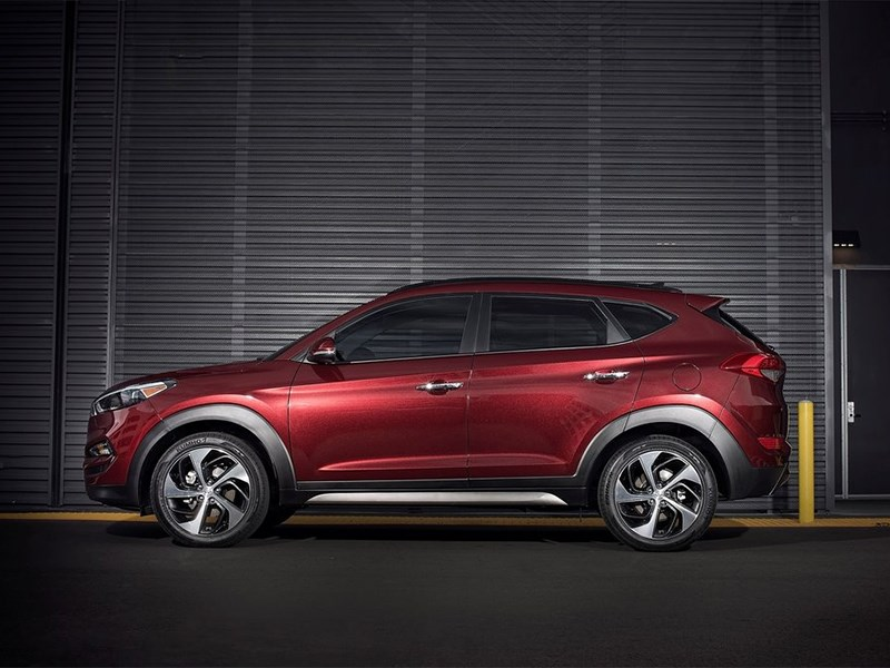 Hyundai Tucson 2016 вид сбоку