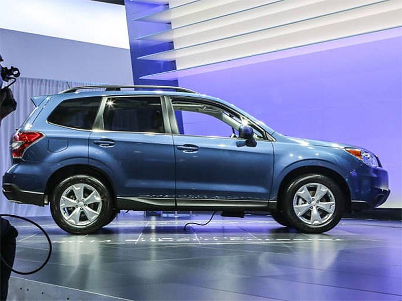 Subaru Forester 2015 вид сбоку