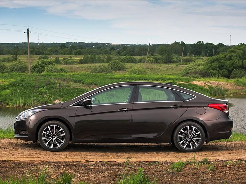 Hyundai i40 2015 вид сбоку