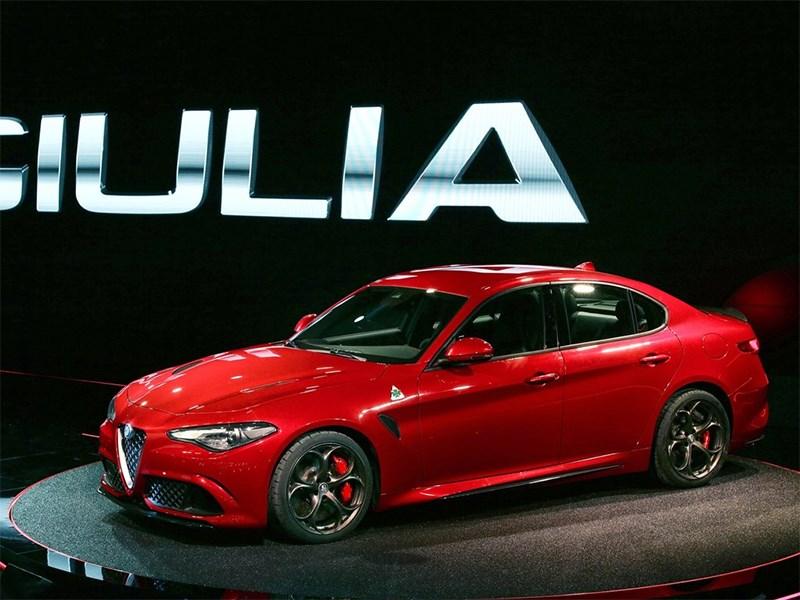 Alfa Romeo Giulia 2016 вид спереди сбоку