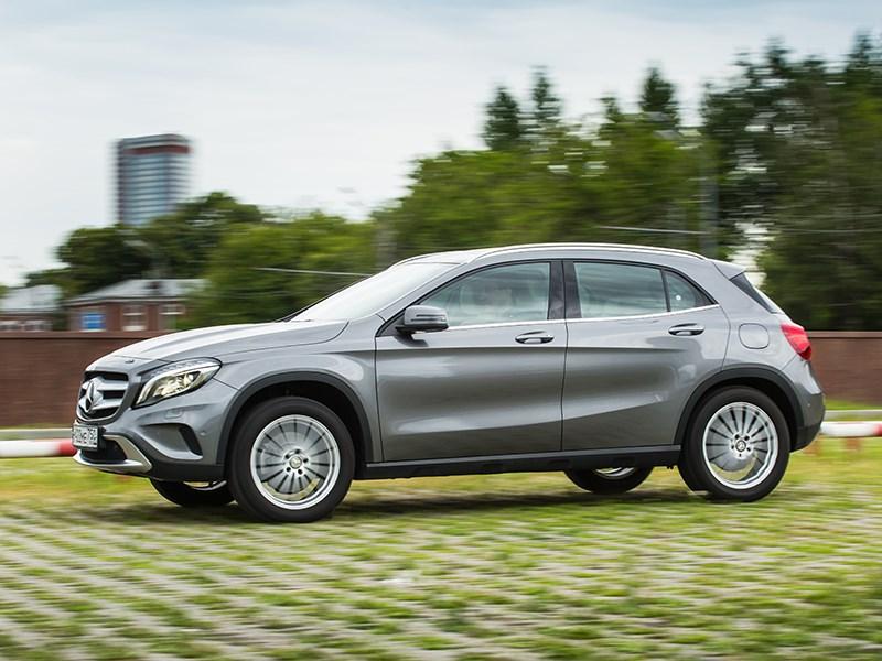 Mercedes-Benz GLA-klasse 2015 вид сбоку