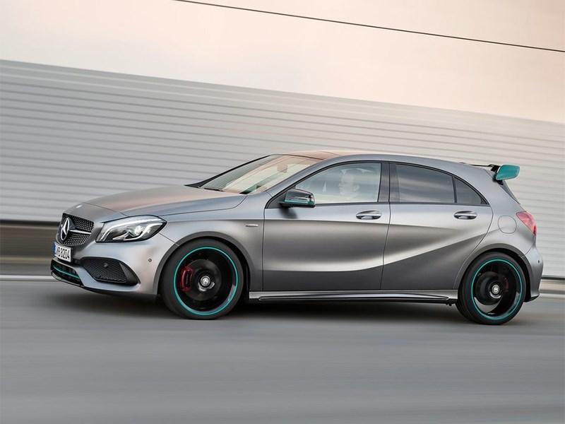 Mercedes-Benz A-klasse 2015 вид сбоку