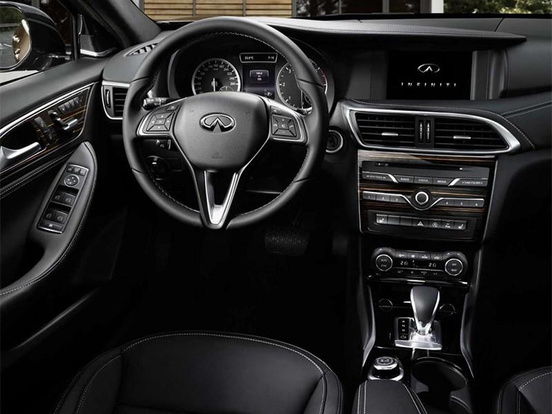 Infiniti Q30 2016 водительское место