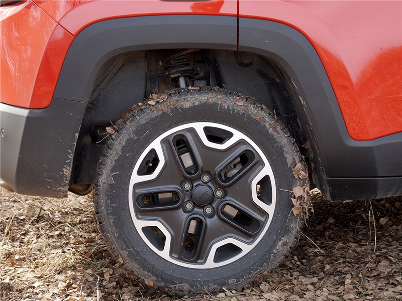 Jeep Renegade 2014 переднее колесо