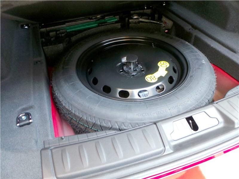 Jaguar F-Pace 2016 запасное колесо