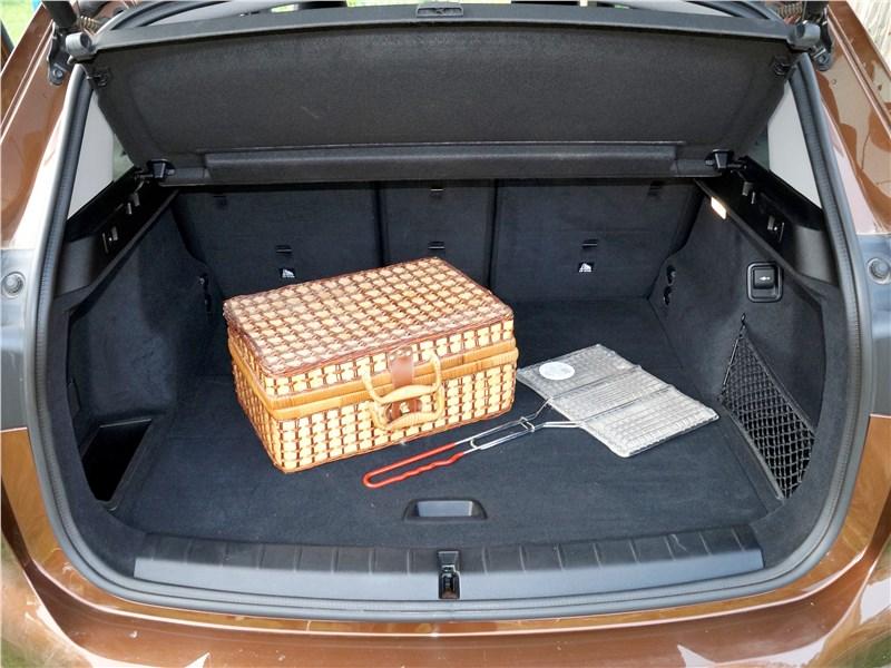 BMW X1 2016 багажное отделение