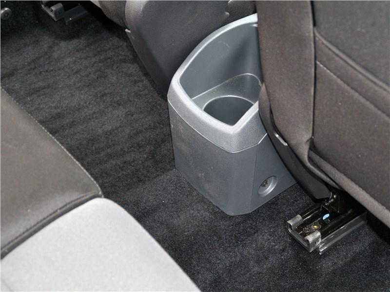 Ford EcoSport 2013 подстаканник