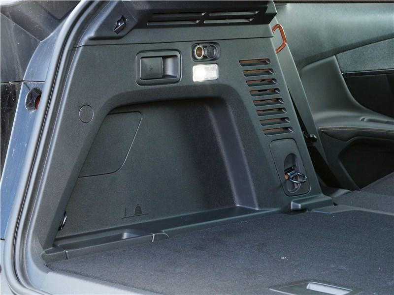 Peugeot 3008 2017 багажное отделение