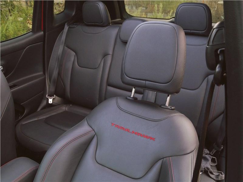 Jeep Renegade 2019 кресла