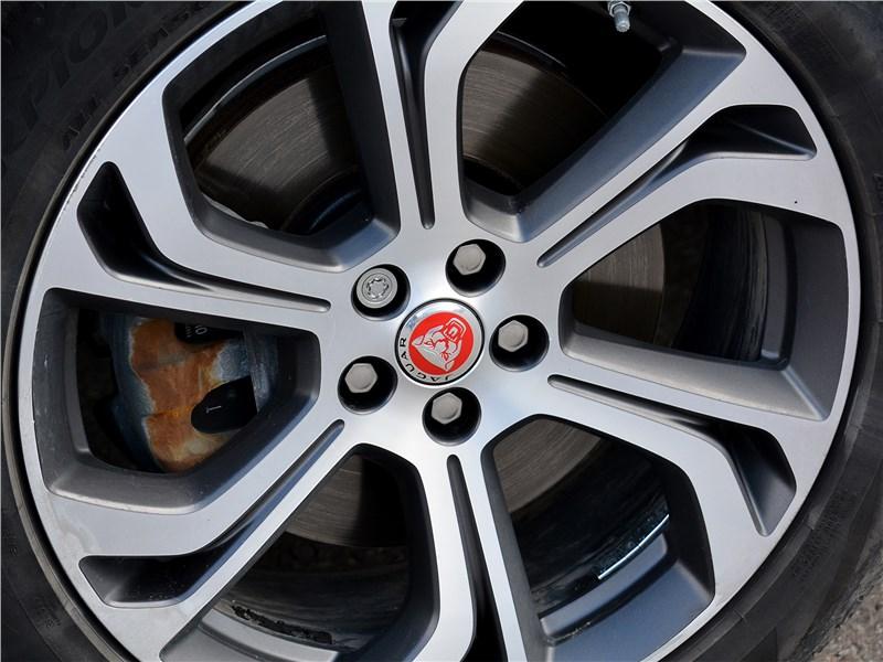 Jaguar E-Pace (2018) колесо