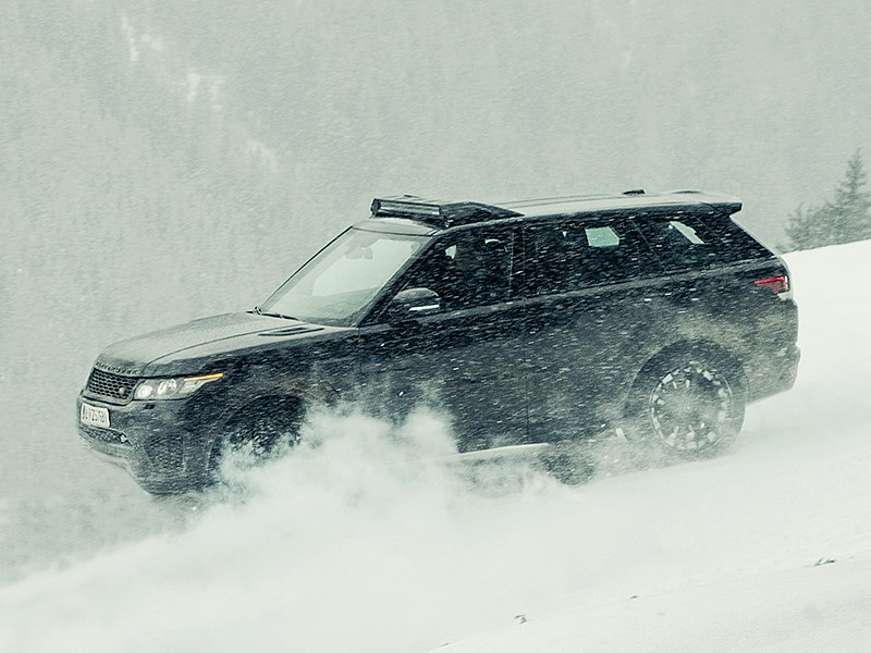 Land Rover Range Rover Sport SVR 2015 вид сбоку