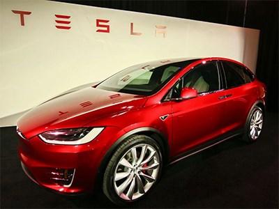 Илон Маск официально представил Tesla Model X