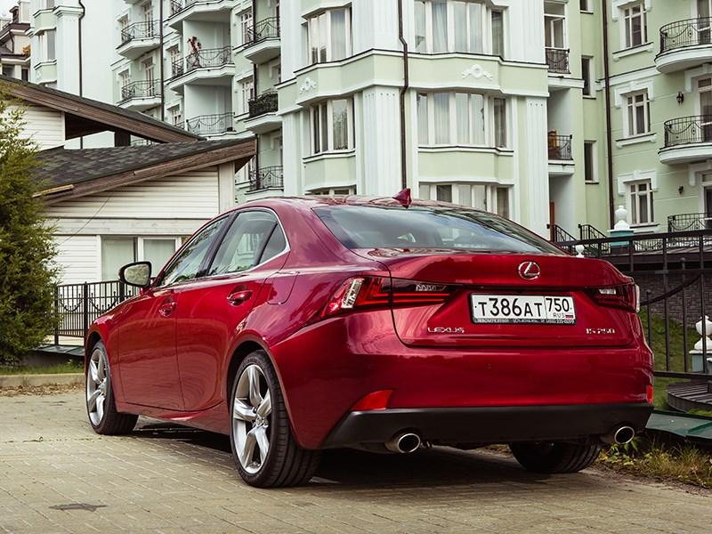 Lexus IS 2014 вид сзади
