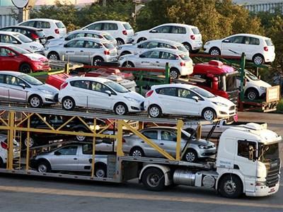 Объем поставок автомобилей в Россию упал за три квартала 2015 года